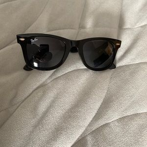 Ray Ban Wayfarer 55cm black sunglasses